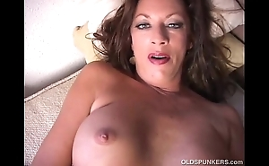 Off colour cougar disrobes added to frigs her juicy wet crack