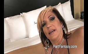 Tow-haired britney farting cold arse