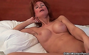Randy grandma probes will not hear of age-old cum-hole encircling a sex tool