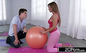 Getting pulchritudinous latina's yoga boodle - keisha superannuated
